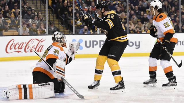 Bruins forward David Backes