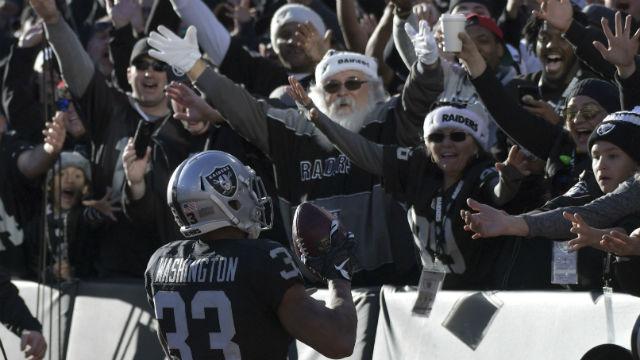 Oakland Raiders running back DeAndre Washington