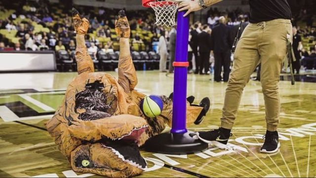 UCF dinosaur dunk contest