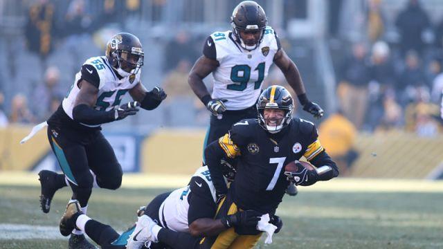 Jacksonville Jaguars defensive tackle Marcell Dareus and Pittsburgh Steelers quarterback Ben Roethlisberger