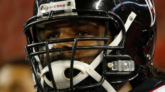 Patriots defensive end Adrian Clayborn