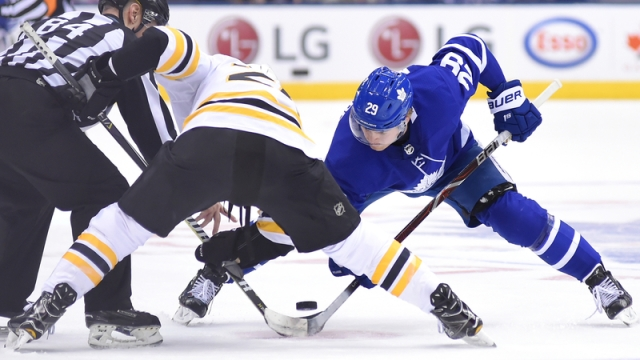 Bruins forward Riley Nash