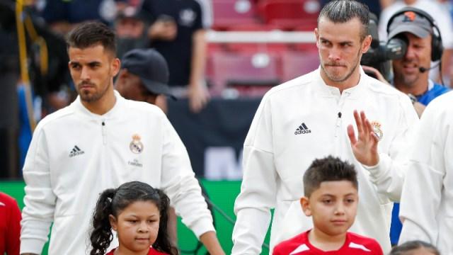 Real Madrid forward Gareth Bale (L)