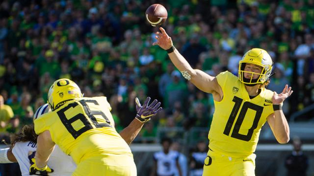 Oregon Ducks quarterback Justin Herbert