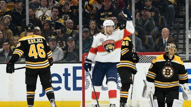 Riley Sheahan vs. Bruins