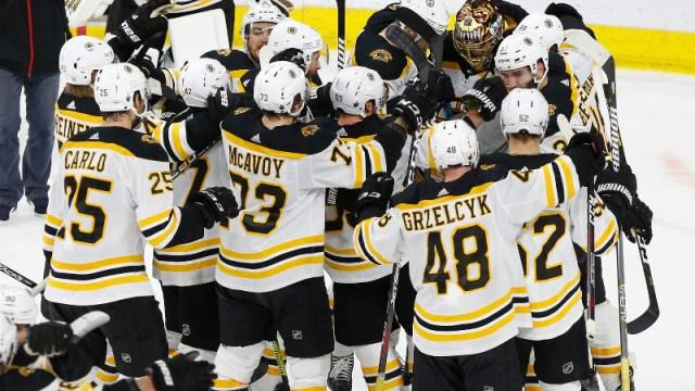Boston Bruins goaltender Tuukka Rask (40) and teammates