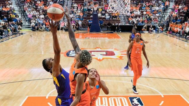 Connecticut Sun guard Courtney Williams (10)