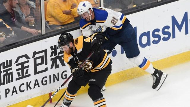 Bruins defenseman Steven Kampfer