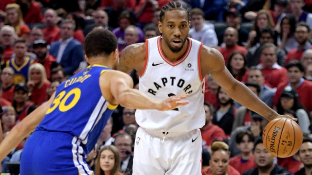 Toronto Raptors forward Kawhi Leonard (2) and Golden State Warriors guard Stephen Curry (30)