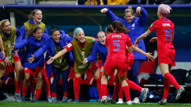 United States forward Mallory Pugh (2), Kelley O'Hara (5) and Megan Rapinoe (15) and teammates