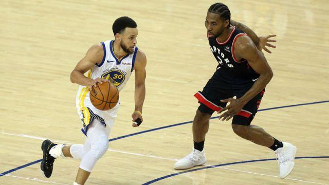 Golden State Warriors guard Stephen Curry and Toronto Raptors forward Kawhi Leonard