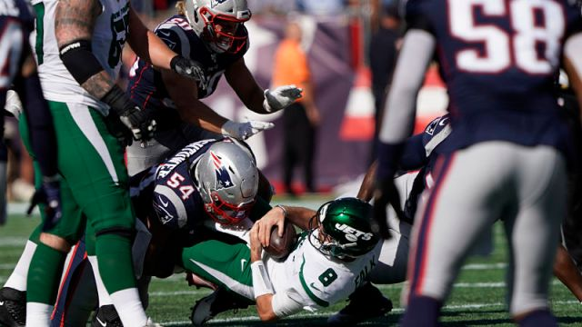 New England Patriots linebacker Dont'a Hightower and New York Jets quarterback Luke Falk
