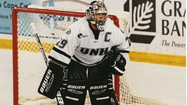 Former UNH goaltender Ty Conklin