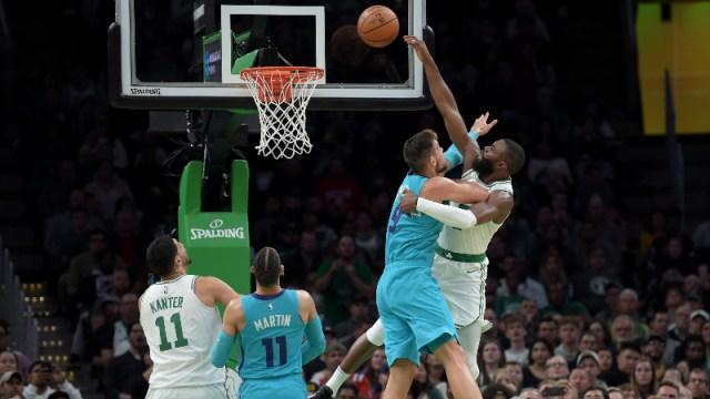Boston Celtics guard Jaylen Brown (7) and Charlotte Hornets center Willy Hernangomez Geuer (9)
