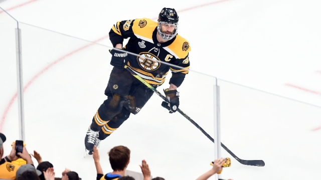 Boston Bruins defenseman Zdeno Chara (33)