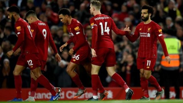 Liverpool midfielder Jordan Henderson (14), forward Mohamed Salah (left) and teammates