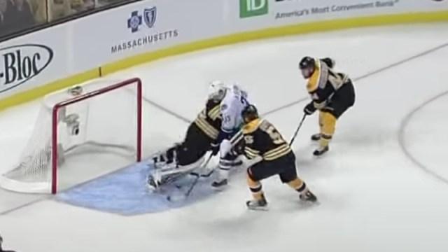 Bruins goalie Tim Thomas