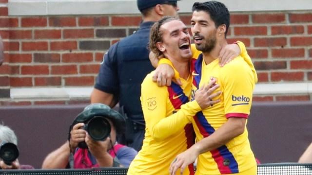 Barcelona forwards Antoine Griezmann (left) and Luis Suarez