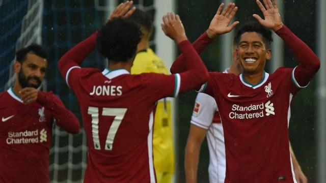 Liverpool midfielder Curtis Jones (center) and forward Roberto Firmino