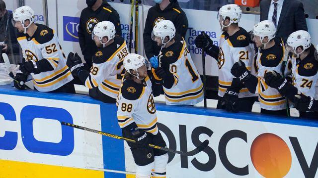 Boston Bruins right wing David Pastrn