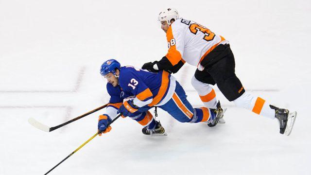 New York Islanders center Mathew Barzal and Philadelphia Flyers center Derek Grant