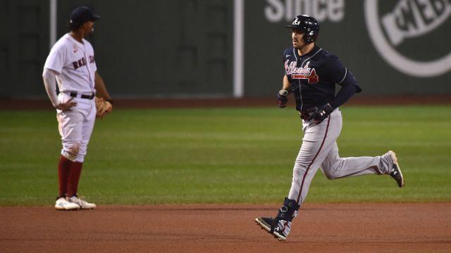 Atlanta Braves right fielder Adam Duvall