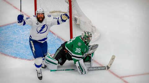 Tampa Bay Lightning left wing Patrick Maroon