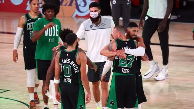 Boston Celtics forward Jayson Tatum (0), center Daniel Theis (27) and teammates