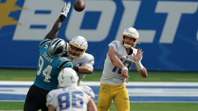 Los Angeles Chargers quarterback Justin Herbert (10)
