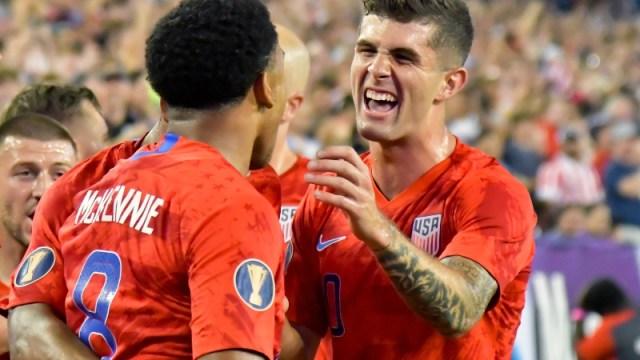 United States soccer team midfielder Weston McKennie (8) and forward Christian Pulisic