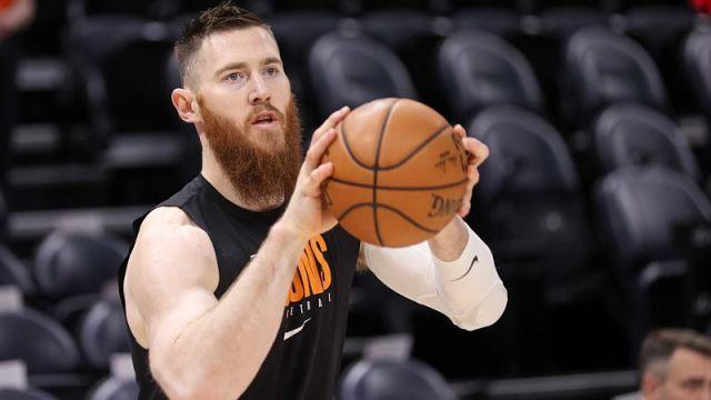 Phoenix Suns center Aron Baynes