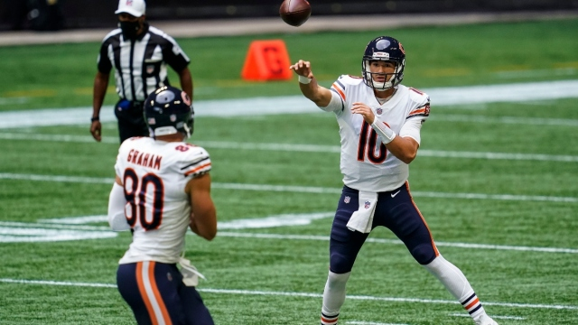 Chicago Bears quarterback Mitchell Trubisky (10) and tight end Jimmy Graham (80)
