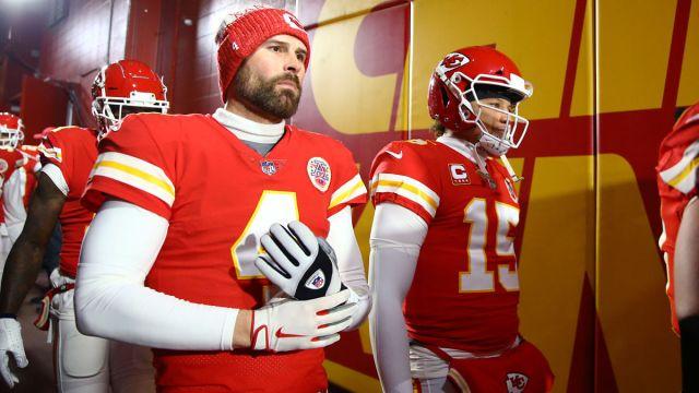 Kansas City Chiefs quarterbacks Chad Henne and Patrick Mahomes