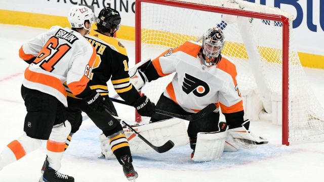 Boston Bruins right wing Craig Smith, Philadelphia Flyers goaltender Carter Hart