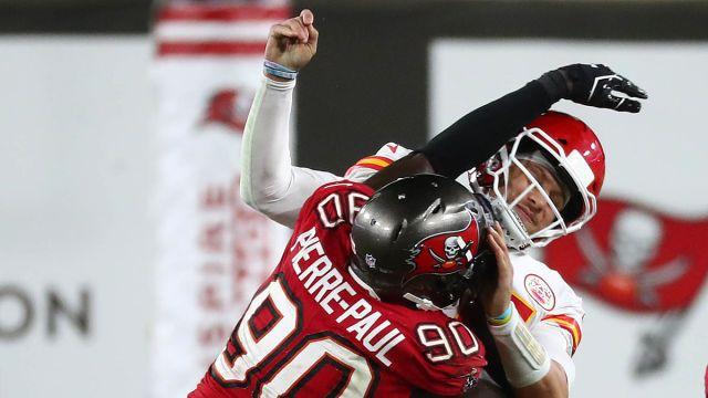 Tampa Bay Buccaneers defensive end Jason Pierre-Paul, Kansas City Chiefs quarterback Patrick Mahomes