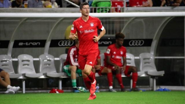Bayern Munich forward Robert Lewandowski (9)