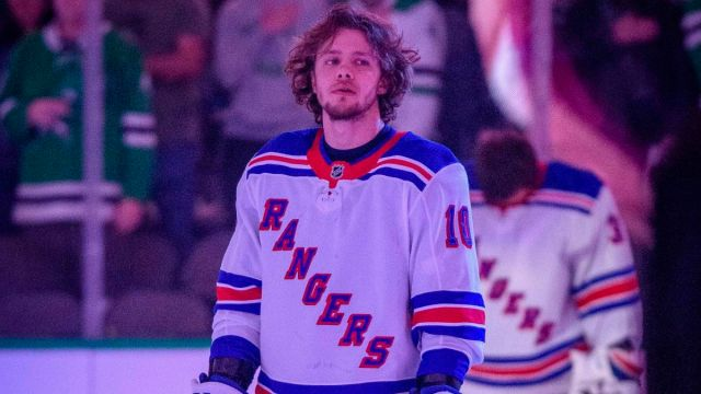 New York Rangers left wing Artemi Panarin