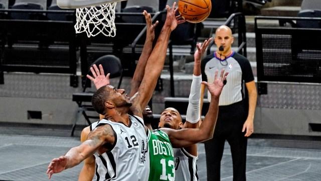 San Antonio Spurs center LaMarcus Aldridge (12)