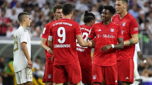 Bayern Munich forward Robert Lewandowski (9) and teammates