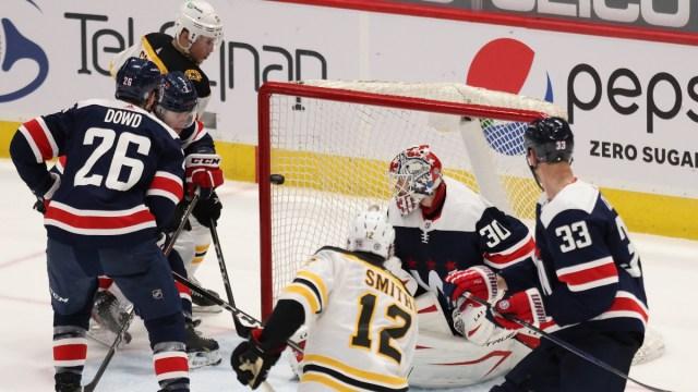 Boston Bruins forward Craig Smith, Washington Capitals goaltender Ilya Samsonov