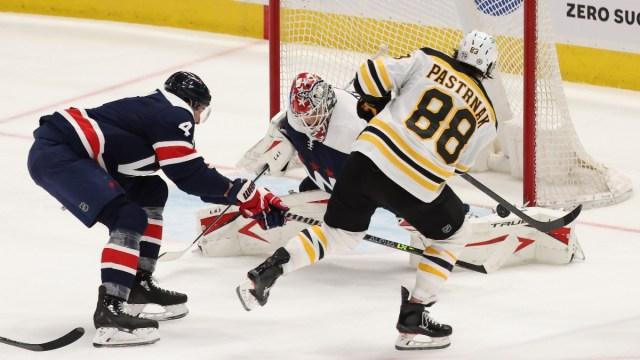 Boston Bruins right wing David Pastrnak and Washington Capitals goaltender Ilya Samsonov (30)