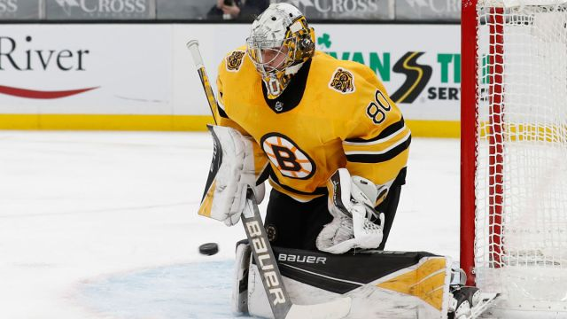 Boston Bruins goalie Dan Vladar