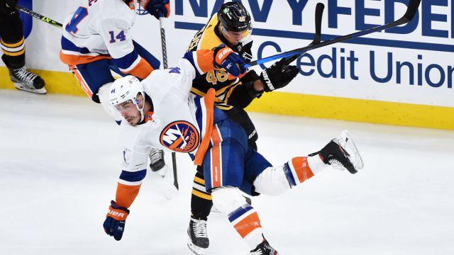 New York Islanders center Jean-Gabriel Pageau and Boston Bruins center David Krejci