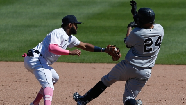 Detroit Tigers second baseman Willi Castro, New York Yankees catcher Gary Sanchez