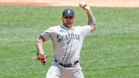Seattle Mariners starting pitcher Hector Santiago