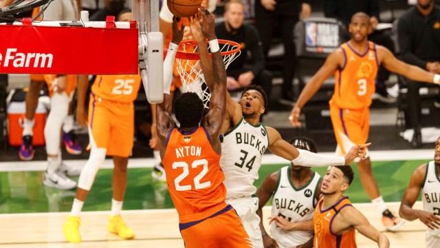 Milwaukee Bucks forward Giannis Antetokounmpo (34) and Phoenix Suns center Deandre Ayton (22)