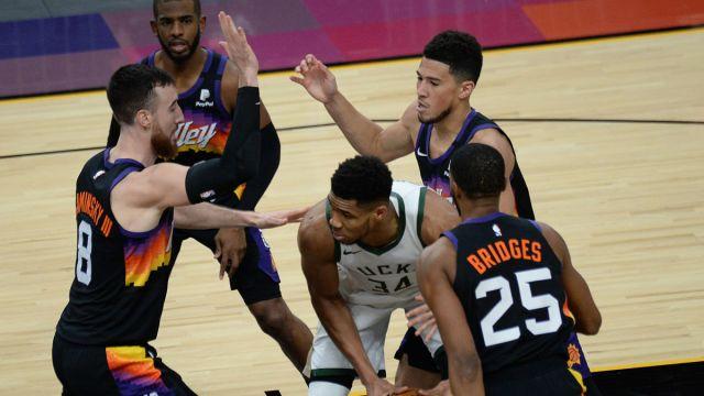 Milwaukee Bucks and Phoenix Suns players