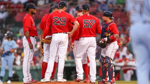 Boston Red Sox players huddle at the mound