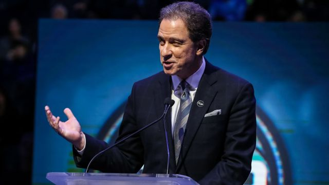 CBS broadcaster Kevin Harlan