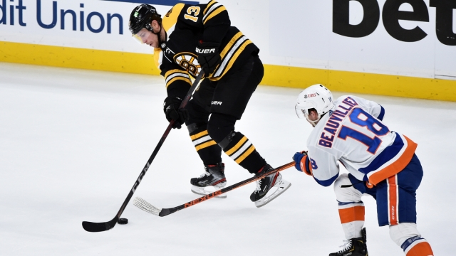 Boston Bruins center Charlie Coyle, New York Islanders forward Anthony Beauvillier